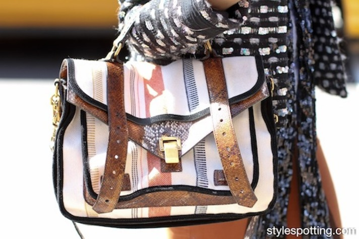 stylespotting.com_proenza.schouler.ps1_.street.fashion.streetstyle.street.style_.handbag.soho_