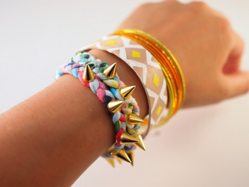 Spiked T-shirt Rainbow Bracelet