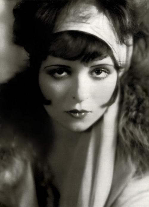 Clara Bow It Girl