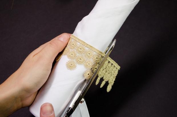 Cutting Gold Lace Trim   M&J Trimming