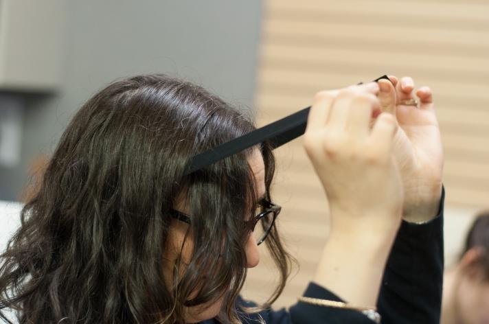 The No-Sew Holiday Headband DIY Measuring