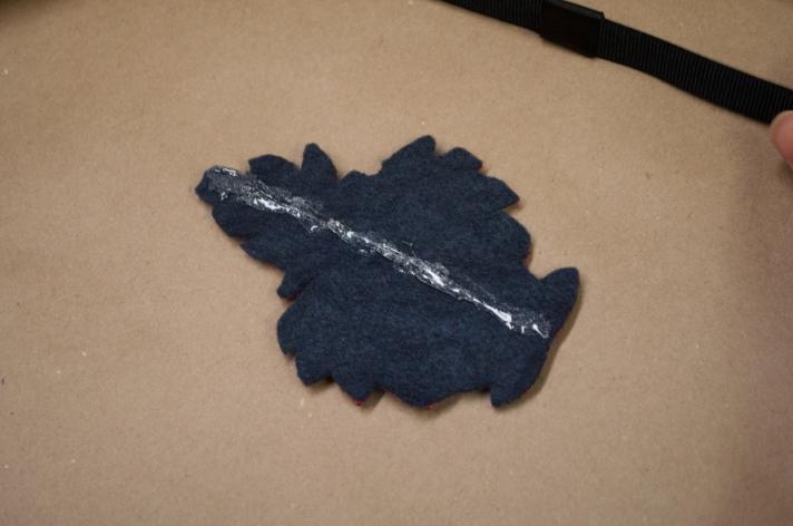 The No-Sew Holiday Headband DIY Gluing