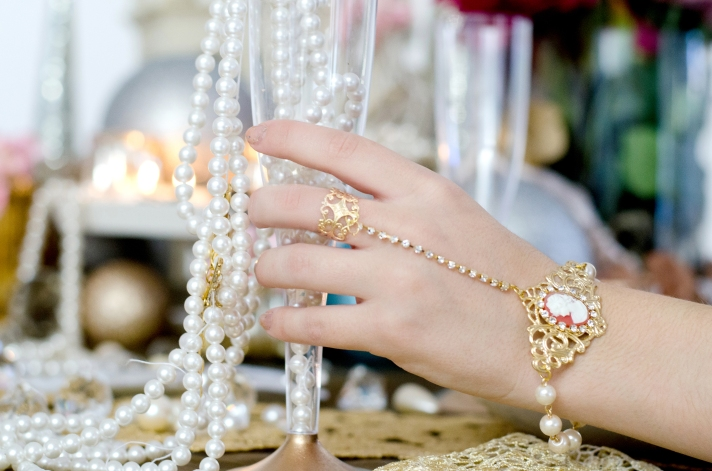 Project DIY Baroque Pearl Hand Adornment
