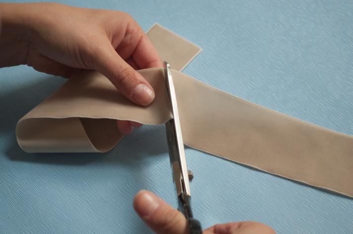 DIY Coffee Cup Cozy Cutting Velvet Ribbon | M&J Trimming