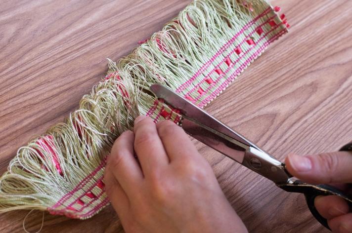 Cutting Tassel Fringe