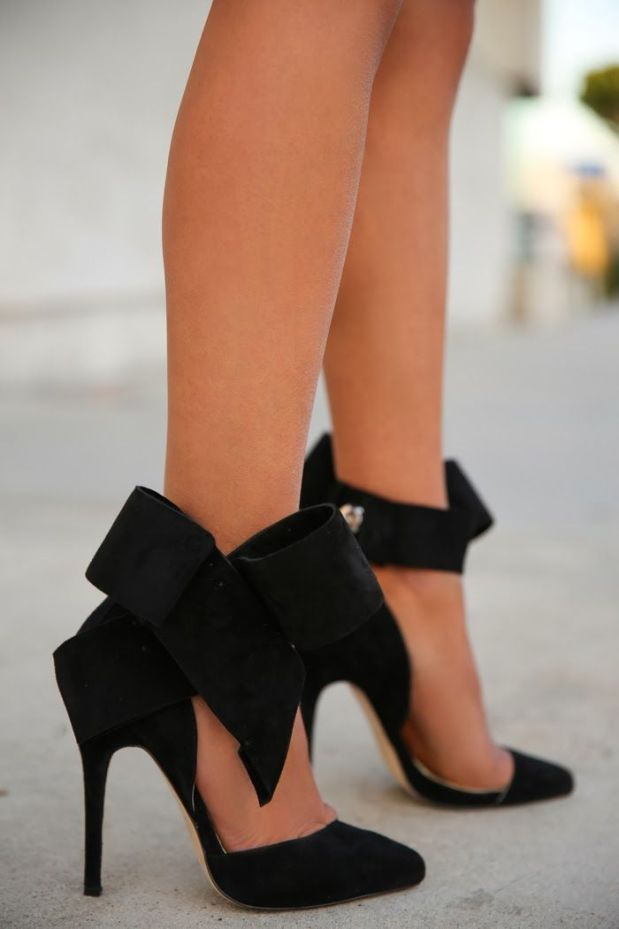 Black Shoes with Bows
