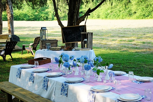 Chic Memorial Day Picnic Table