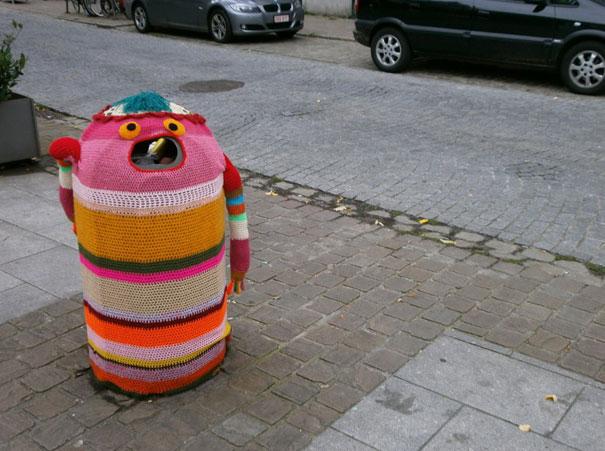 yarn-bombing-knitted-trash-bin