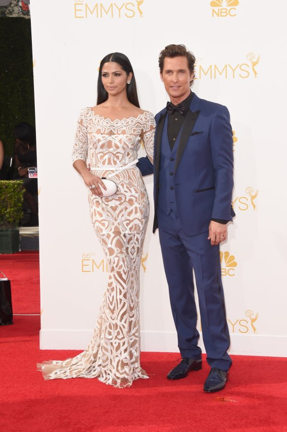 true-detective-lead-actor-nominee-matthew-mcconaughey-with-wife-camila-alves-who-wore-a-zuhair-murad-gown