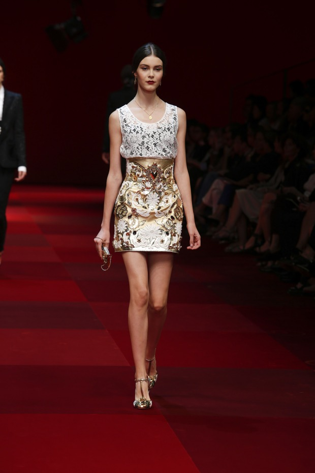 dolce-and-gabbana-summer-2015-women-fashion-show-runway-012