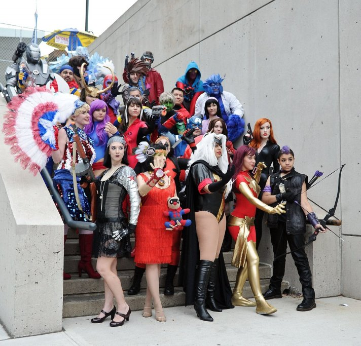 and-everyone-in-the-marvel-universe-got-together-for-a-photo-shoot-out-back