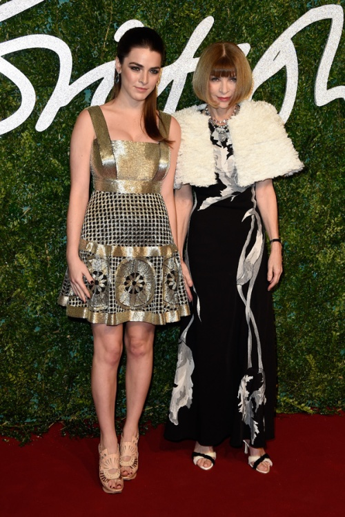 anna-wintour-bee-shaffer-british-fashion-awards-dec-1-getty