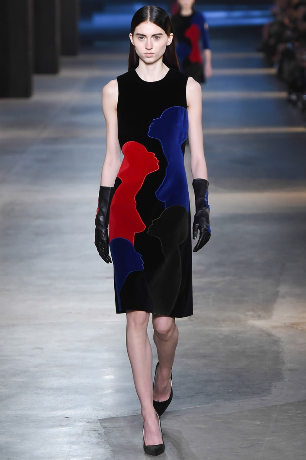 https://mjtrim.files.wordpress.com/2015/02/christopher-kane-tait-rtw-fw15-runway-04.jpg?w=620&h=930