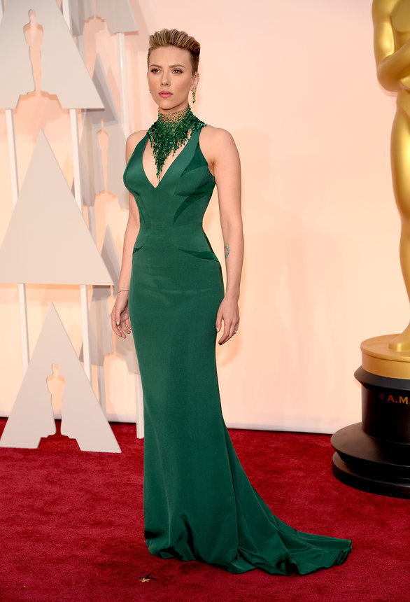 scarlett-johansson-oscars-red-carpet-2015 (1)