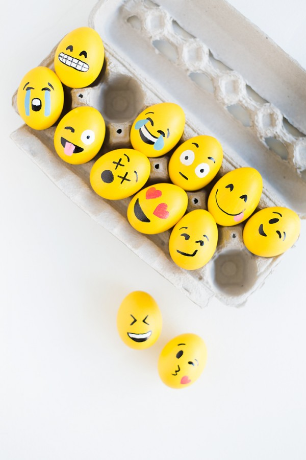 DIY-Emoji-Easter-Eggs4-600x900
